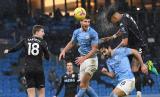 Gol Kontroversial Bawa Manchester City ke Puncak Klasemen