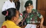 TNI AD bersama warga Papua / Ilustrasi