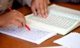 Belajar membaca Alquran.
