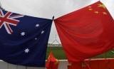 Bendera Australia dan Cina.