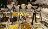 Beragam pilihan sayur dan tambahannya di Saladstop.