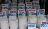 Beras impor Vietnam masuk Indonesia.