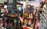 Berbagai kerajinan tekstil tradisional Indonesia yang sudah mendunia dan UMKM yang bergerak di bidang tekstil tradisional memamerkan produk tekstilnya dalam pameran yang digelar di Royal Ambarrukmo Yogyakarta Hotel.