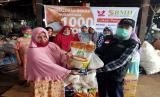 BMH menyalurkan beras untuk ibu tangguh dan mualaf Suku Togutil di pedalaman Halmahera, Maluku Utara.