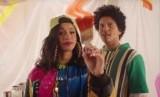 Bruno Mars (kanan) dan raper Cardi B