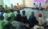 Buka puasa bersama anak yatim LMI di Halmahera