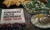 Buku Komunikasi Politik dalam Masyarakat tidak Tulus.