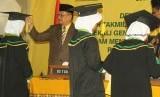 Bupati Indramayu, Supendi, mewisuda 932 santri yang lulus Diniyah Takmiliyah Awaliyah (DTA) di Kabupaten Indramayu. Kegiatan wisuda akbar itu dilakukan di Pendopo Kabupaten Indramayu, Rabu (26/6).