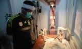 <em>Astaghfirullah</em>...Janin Bayi Terbungkus Plastik di Masjid