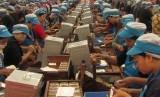 Buruh pabrik rokok di Jawa Timur.