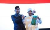 Calon Gubernur dan Wakil Gubernur Jawa Barat Ridwan Kamil dan UU Ruzhanul Ulum pada Rapat Akbar Keluarga Rindu Jabar Juara, di Gedung Sabuga, Kota Bandung, Kamis (8/2).
