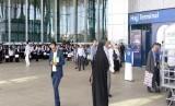 Calon jamaah haji asal Iran ketika berada di Bandara AMA, Madinah, Selasa (17/7).