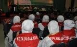Calon jamaah haji (Calhaj) Sumatera Selatan (Sumsel) yang tergabung dalam Kloter pertama embarkasi Palembang, Jumat (4/8) menanti upacara pelepasan yang dilakukan Gubernur Sumsel Alex Noerdin.