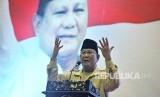 Calon Presiden nomor urut 02 Prabowo Subianto menyampaikan pidato politik di hadapan pendukungnya di Jambi, Kamis (14/3/2019).