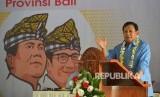 Calon Presiden nomor urut 2 Prabowo Subianto menyampaikan pidato politik saat Deklarasi Emak-Emak dan Relawan Bali untuk mendukung calon Presiden/Wakil Presiden Prabowo Subianto-Sandiaga Uno di Denpasar, Jumat (19/10).