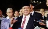 Disambut Relawan Jokowi di Surabaya, Ini Reaksi Prabowo