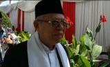 Calon wakil presiden Ma'ruf Amin didampingi istri halal bihalal dengan Presiden Joko Widodo dan Iriana Widodo di Istana Negara, Jakarta, Rabu (5/6).