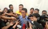 Calon wakil presiden nomor urut 02, Sandiaga Uno, melakukan jumpa pers dengan awak media usai melakoni kampanye akbar terakhir di Alun-alun Kota Tangerang, Banten, Sabtu (13/4).