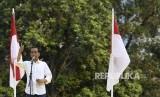 Capres petahana nomor urut 01 Joko Widodo menyampaikan sambutan saat Deklarasi Dukungan untuk pasangan calon Presiden dan Wakil Presiden Joko Widodo-Maruf Amin di Kompleks Gelora Bung Karno Senayan, Jakarta, Sabtu (12/1/2019).