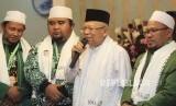 Cawapres nomor urut 01 Ma'ruf Amin (kedua kanan)
