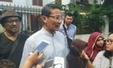Cawapres nomor urut 02 Sandiaga Salahuddin Uno menyampaikan keterangan kepada wartawan di kediaman capres Prabowo Subianto, di Kertanegara, Jakarta, Rabu (26/6).