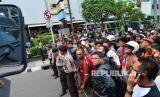 Cegah Corona, Kerumunan Warga di Majalengka Dibubarkan. Foto ilustrasi: Kerumunan warga.