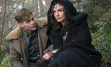 Chris Pine (kiri) dan Gal Gadot dalam film Wonder Woman.