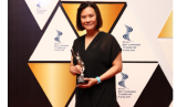 Connie Ang selaku CEO Danone Specialized Nutrition Indonesia mewakili Danone Indonesia pada malam penghargaan HR Asia Best Company to Work For in Asia berlangsung di Hotel JW Marriot, Jakarta, pada Jumat (14/6) lalu.