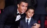 Cristiano Ronaldo dan anaknya Cristiano Ronaldo Jr.