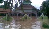 Daerah Karawang terkena banjir.