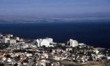 Danau Tiberia di Palestina konon airnya mulai menyusut dikaitkan dengan kiamat. Danau dan Kota Tiberias.