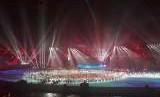 Defile atlet peserta Asian Games berkumpul di tengah lapangan Stadion GBK