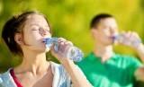 Cukup minum air putih setiap hari bermanfaat untuk kesehatan (ilustrasi)