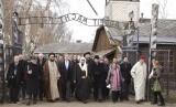 Liga Muslim Dunia Kunjungi Kamp Konsentrasi Auschwitz. Delegasi Muslim dari Liga Muslim Dunia mengunjungi kamp konsentrasi Yahudi, Auschwitz bersama dengan kelompok Yahudi di Oswiecim, Polandia, Kamis (23/1).