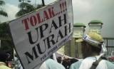 Demonstrasi menolak upah rendah, ilustrasi