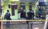 Densus 88 Antiteror Mabes Polri menggeledah rumah terkait terorisme (ilustrasi)