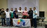 Dewan Eksekutif Konfederasi Serikat Pekerja Indonesia (KSPI) dalam konferensi pers penolakan terhadap RUU Omnibus Law Cipta Lapangan Kerja di Jakarta, Sabtu (18/1).