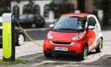 Jerman akan mewajibkan semua stasiun pengisian bahan bakar umum (SPBU) menyediakan pengisian daya untuk baterai mobil listrik (Foto: ilustrasi pengisian daya mobil listrik)