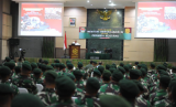 Dihadapan 250 perwira Kostrad, Menhan Ryamizard Ryacudu meminta TNI untuk menjaga netralitasnya selama pemilu.