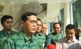 Direktur Eksekutif Komite Nasional Keuangan Ventje Rahardjo dan jajaran lainnya usai menemui Wakil Presiden Maruf Amin, Senin (20/1).
