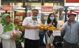 Direktur Jenderal Hortikultura Kementerian Pertanian Prihasto Setyanto berkunjung ke Pasar Tani di Trans Mall Studio di Cibubur, Rabu (4/8).