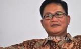 Direktur Program SMRC Sirojudin Abbas mengikuti saat rilis Survei Nasional Saiful Mujani Research & Consulting (SMRC) terhadap isu kebangkitan Partai Komunis Indonesia (PKI) di Jalan Cisadane, Jakarta, Jumat (29/9).