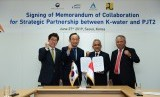 Direktur Utama Jasa Tirta II, U Saefudin Noer (kedua dari kanan) dan CEO K-Water,  Lee Hak Soo (kedua dari kiri).