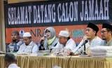 Direktur Utama NRA Group, Irmawati Mochtar Asrul memberikan kata sambutan sekaligus arahan pada latihan manasik haji yang digelar NRA Group di Jakarta, Sabtu (20/4).