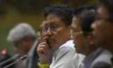 Direktur Utama PT Inalum (Persero) Budi Gunadi Sadikin (tengah) bersama Direktur Utama PT Freeport Indonesia (PTFI) Tony Wenas (kedua kanan) mengikuti Rapat Dengar Pendapat (RDP) dengan Komisi VII DPR di Kompleks Parlemen Senayan, Jakarta, Selasa (15/1/2019).