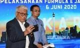 Direktur Utama PT Jakarta Propertindo (Jakpro) Dwi Wahyu Daryoto (kiri) didampingi Ketua Umum Ikatan Motor Indonesia (IMI) Pusat Sadikin Aksa, menyampaikan keterangan pers tentang penyelenggaraan balap mobil Formula E di Jakarta, Jumat (14/2/2020).