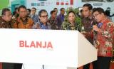 Direktur Utama Telkom Alex J. Sinaga mendampingi Presiden Joko Widodo di Indonesia Business & Development Expo 2017.
