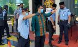 Dirjen Pemasyarakatan Kemenkumham, Reinhard Silitonga didampingi Kepala Lapas Narkotika Cipinang, Oga Darmawan.