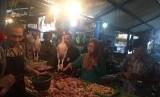 Disperindag Jabar melakukan inspeksi mendadak (Sidak) ke pasar tradisional dan modern, Kamis (13/12).