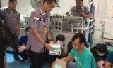 Ditresnarkoba Polda Metro Jaya lakukan penggerebekan gudang yang memproduksi masker secara ilegal di dikawasan Pergudangan Central Cakung Blok I Nomor11, Jalan Raya Cakung Cilincing KM 3, Jakarta Utara, Jumat (28/2).